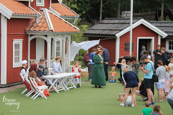actors-and-kid-interaction-at-pippi-longstocking-park-sweden