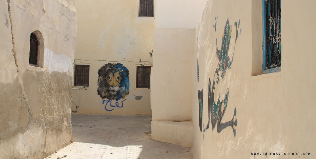 lion and frog graffiti street art Tunisia Djerba