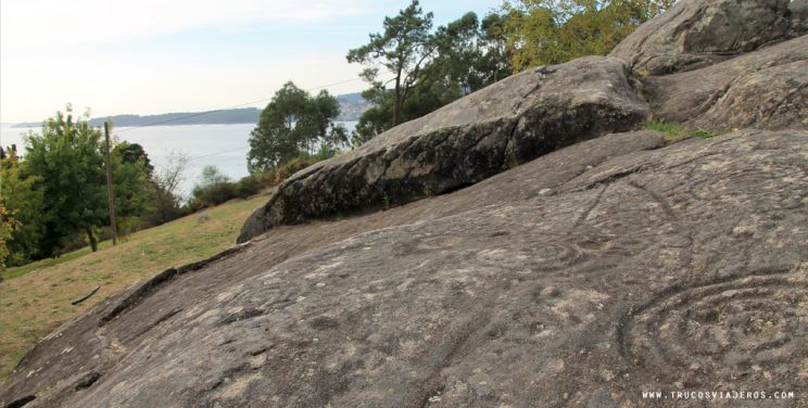 Petroglyphs at Mogor and views over the Ria of Pontevedra